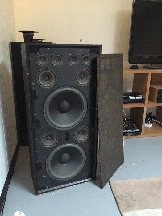 Ett par gamla högtalare