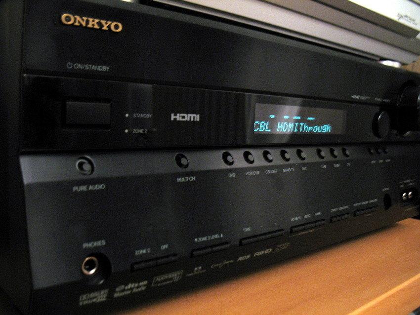 Svart Onkyo TX-SR606 (Anm. ang Fjärrkont