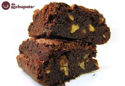 Brownies de chocolate con nueces. Forma clásica y fácil