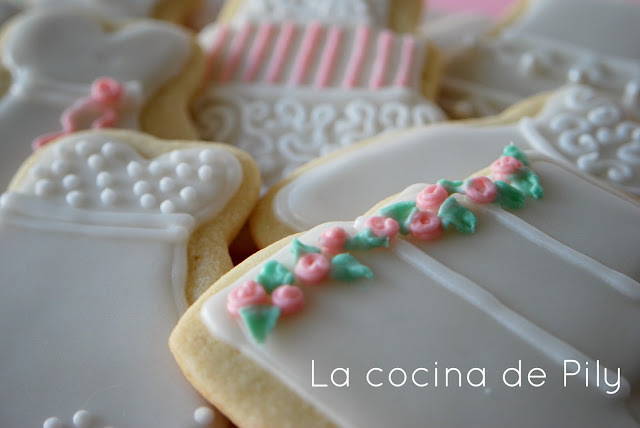 Galletas de mantequilla decoradas con royal icing