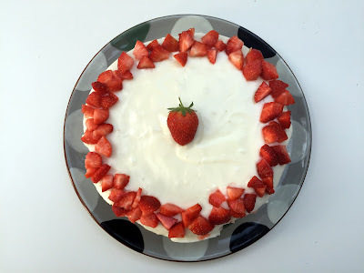 Strawberry, Vanilla and Soured Cream Cake
