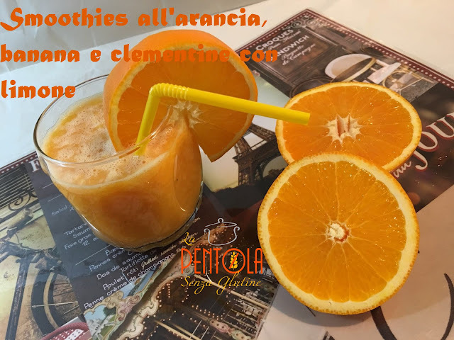 Smoothies all'arancia, banana, clementine con limone