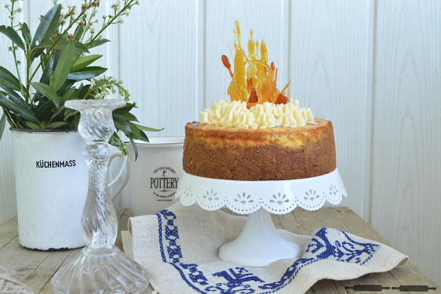Butterkeks Cheesecake mit Karamell-Sahne Topping / Shortbread Cheesecake with Caramel Topping
