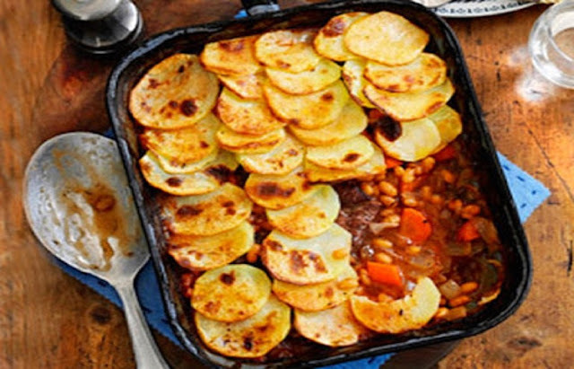 Beef and bean hotpot bake