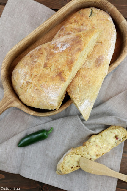 Rustikales Chili-Kartoffel-Baguette mit Knoblauch-Chilibutter