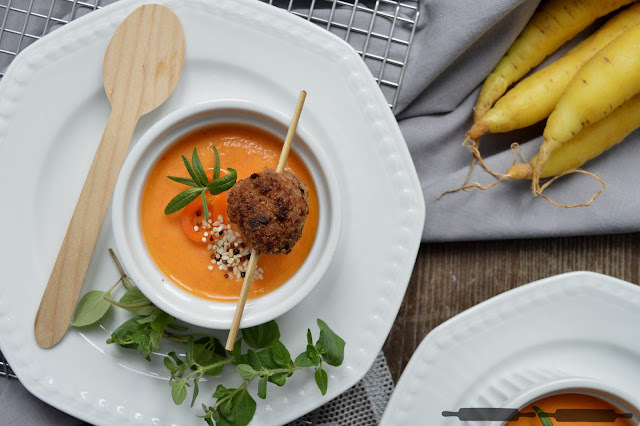 Karotten Paprika Suppe mit Hack-Zitronen-Klöße / Carrot and Sweet Pepper Soup with Meatballs