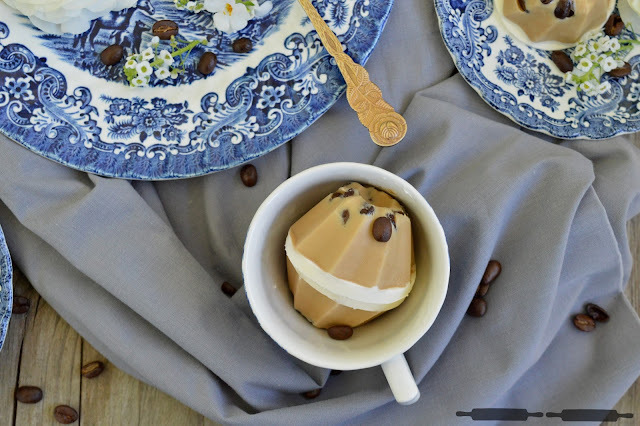 Mini Eiscreme Gugls mit Baileys und Kaffee / Mini Ice Cream Bundt Cakes with Baileys and Coffee