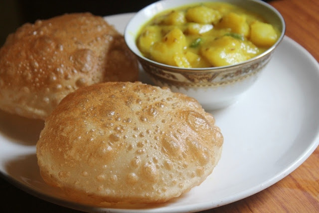 Maida Poori Recipe - Puri Recipe - How to Make Puffy Pooris