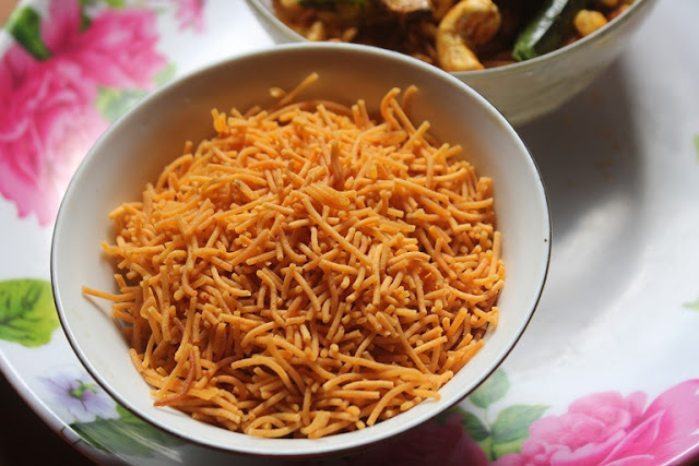 Kara Omapodi Recipe - Spicy Sev Recipe