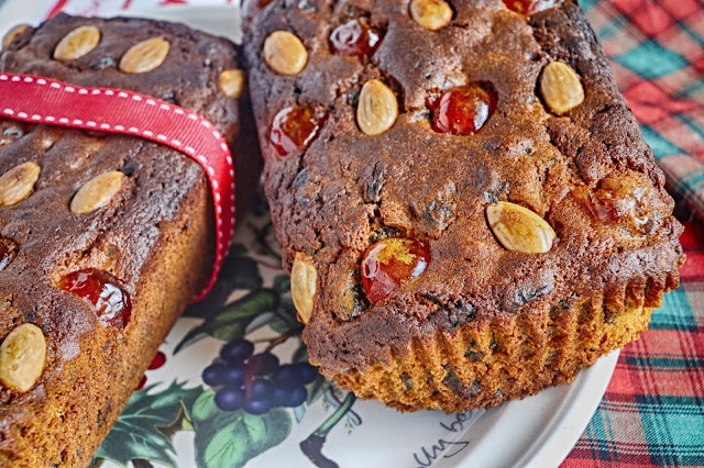 Mincemeat loaf cakes