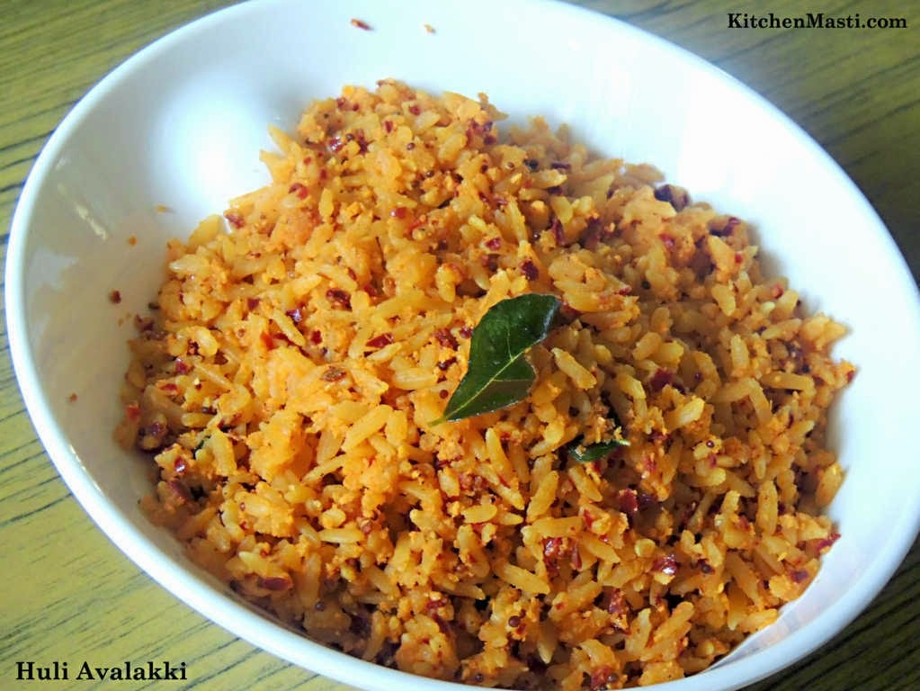 Huli Avalakki ( Spicy Flattened Rice ) / Masala Poha Recipe