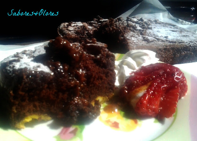 BROWNIE DE QUESO Y CHOCOLATE  CON CARAMELO SALADO