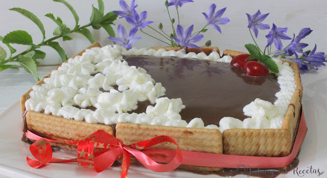 Tarta de galletas y crema de chocolate