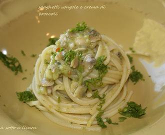spaghetti vongole e crema di broccoli