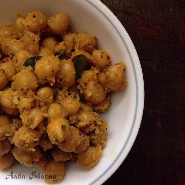 Chundal / Chick peas with spiced coconut