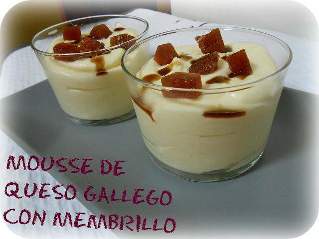 MOUSSE DE QUESO GALLEGO CON MEMBRILLO Y REDUCCIÓN DE LICOR CAFÉ