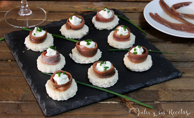 Canapés de queso crema y anchoas
