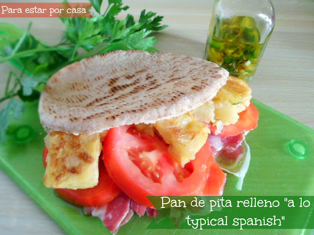 "Pan de pita relleno ""a lo typical spanish"""