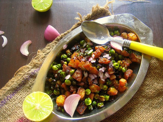 Aloo Matar Chat / Potato Peas Curry
