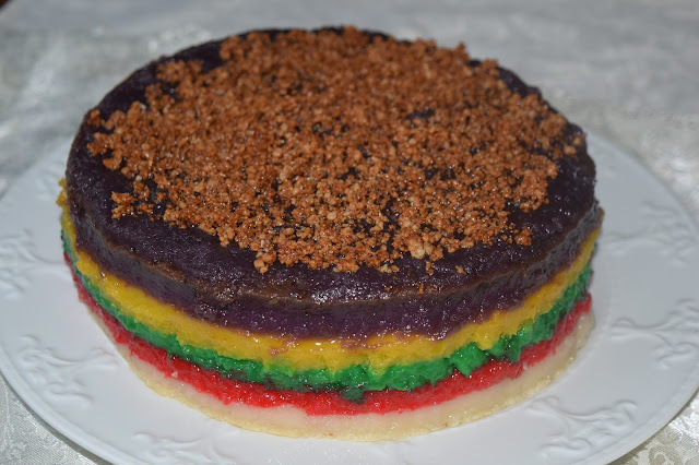 Sapin-Sapin (Steamed Sweet Rice Cake in Colorful Layers)