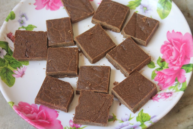 Chocolate Burfi Recipe - Chocolate Maida Burfi Recipe