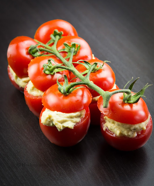 Tomatoes stuffed with Vegan Bean Spread