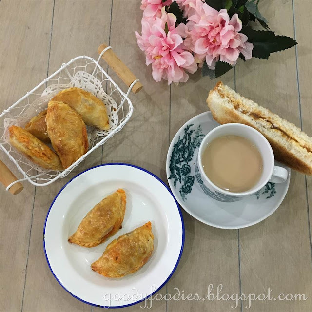 Recipe: Baked Curry Puff with Puff Pastry