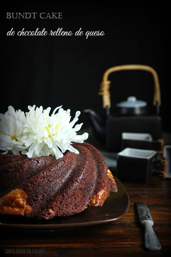 Bundt Cake de chocolate relleno de queso