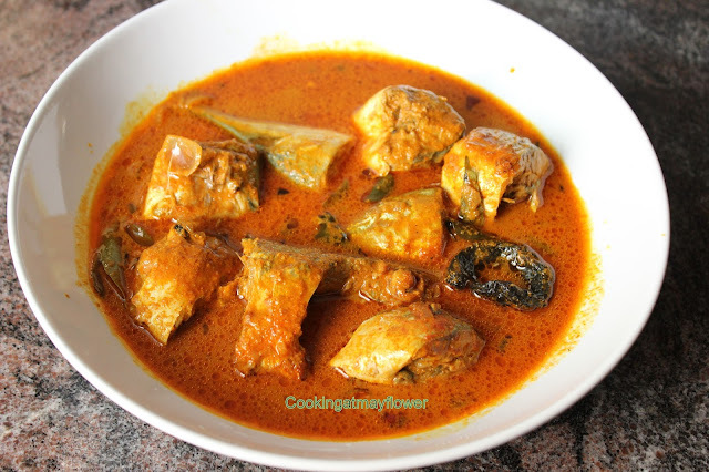 Kerala Fish curry in coconut gravy / Thenga Aracha Ayla curry / Mackerel in coconut gravy. / South Indian lunch ideas.