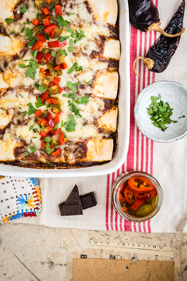 Slow Cooker Mole Pulled Pork Enchiladas