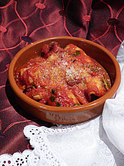 """Cheat"" baked cannelloni in tomato sauce"