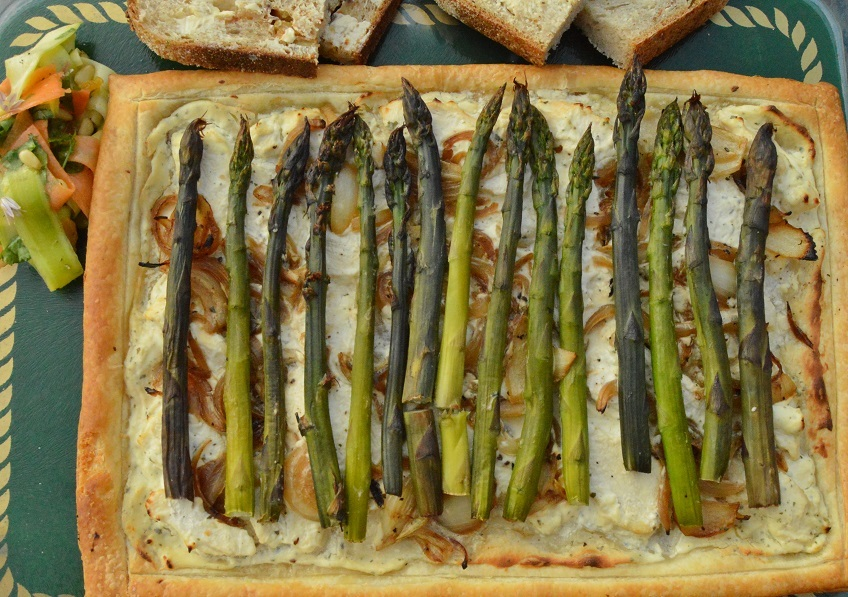 The simplest asparagus & chicken tart
