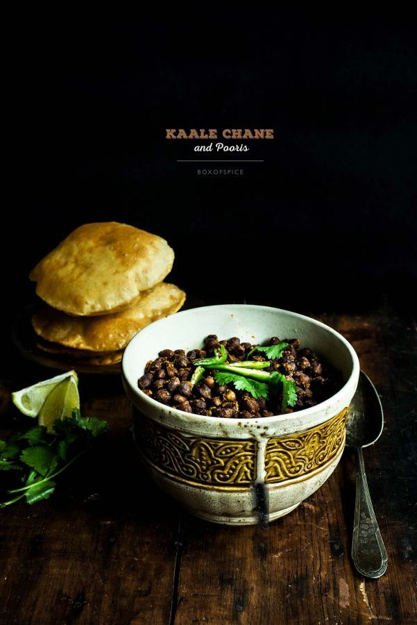Kaale Chane / Brown Chickpeas with Pooris