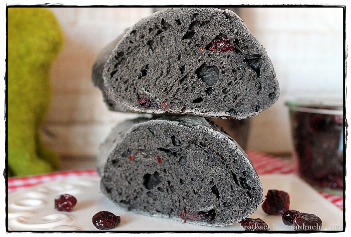 Black Magic Baguette mit Cranberries