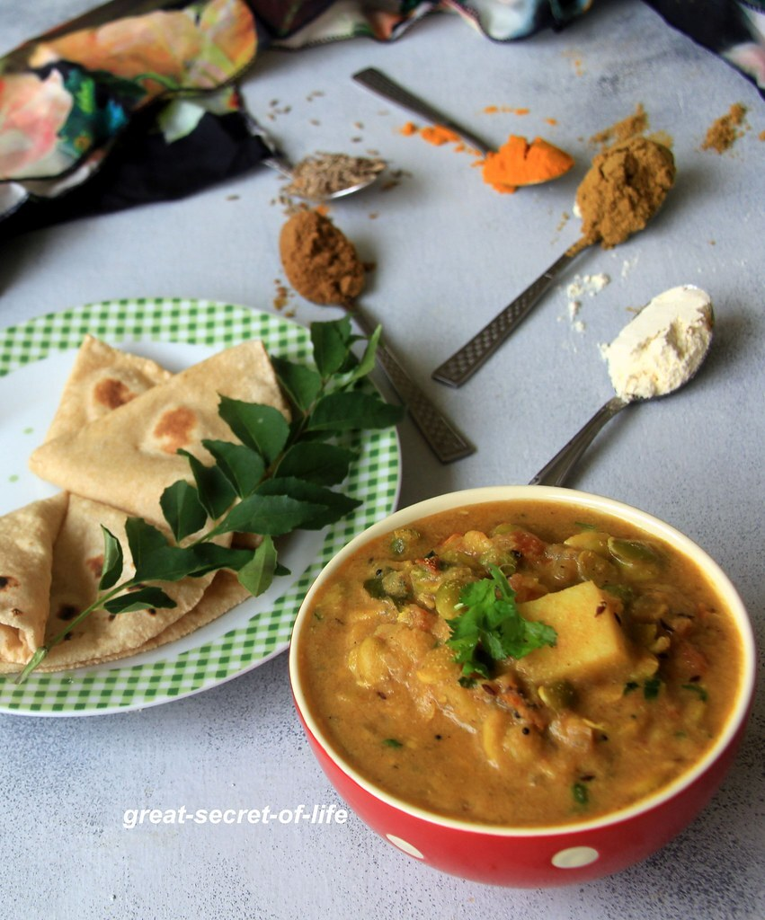 Avarekalu sagu recipe - mochai kurma recipe - Field Beans Korma Recipe - Vegetarian Gravy Recipes - Simple Side dish for biryani, rice, roti