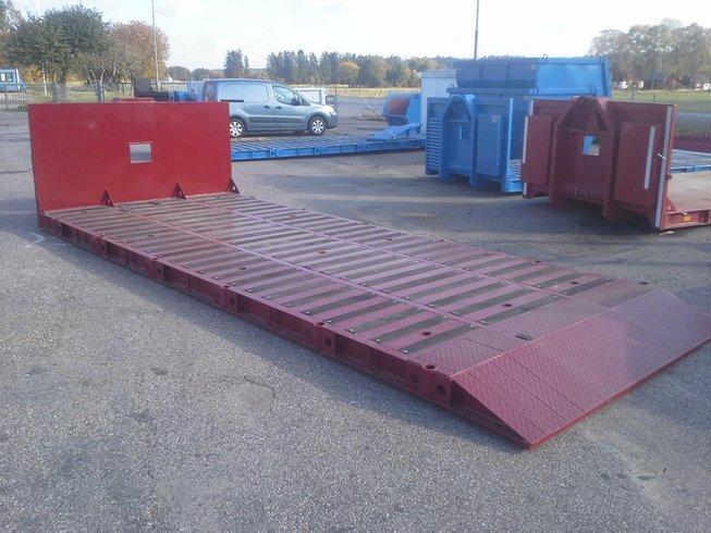 Nya lågbyggda 24:tons maskinflak med slänt