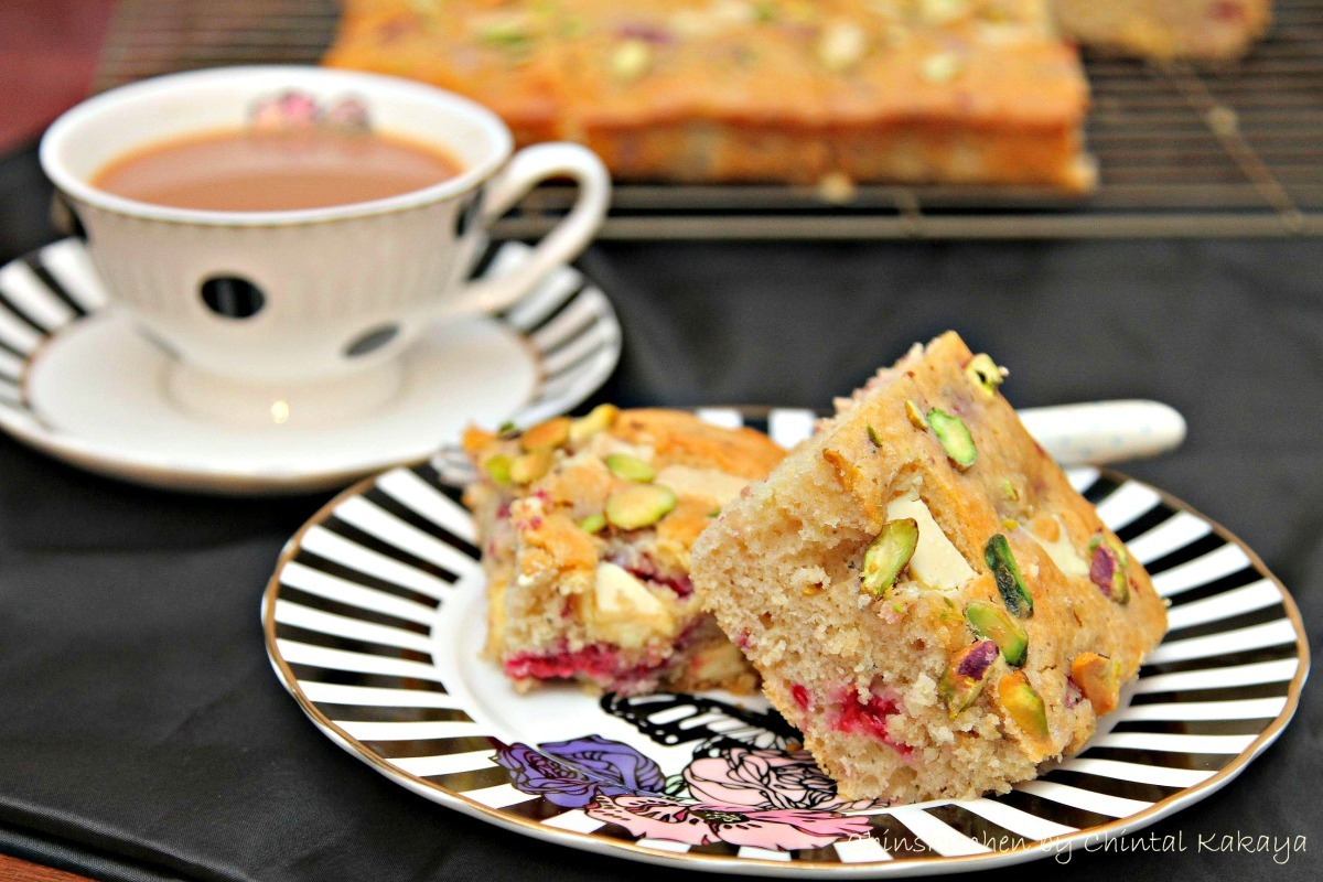 Highlights of 2014 & White Chocolate, Raspberry and Pistachio Tray Bake…