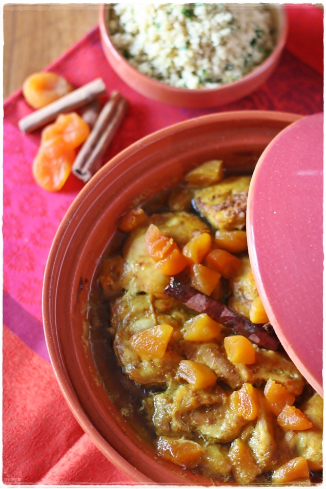 Tagine di pollo e albicocche con couscous- Chicken and apricot tagine with couscous