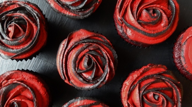 Halloween Two-Tone Rose Red Velvet Cupcakes