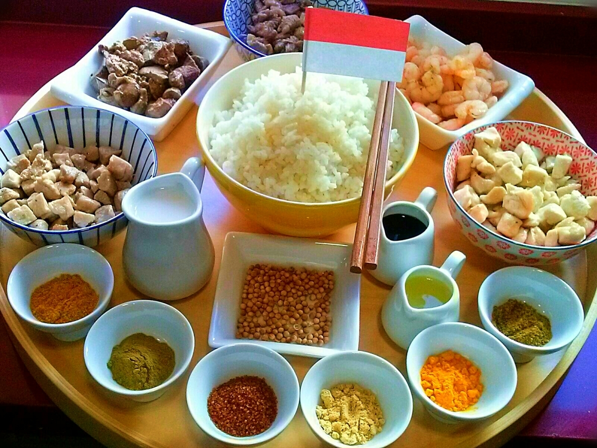 Rijsttafel o Mesa de arroz indonesia, Indonesia. [Cena de Navidad Worldwide]
