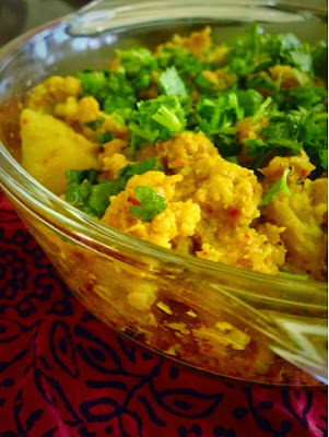 Gobhi Aloo Dum(slow cooked cauliflower and potato curry)