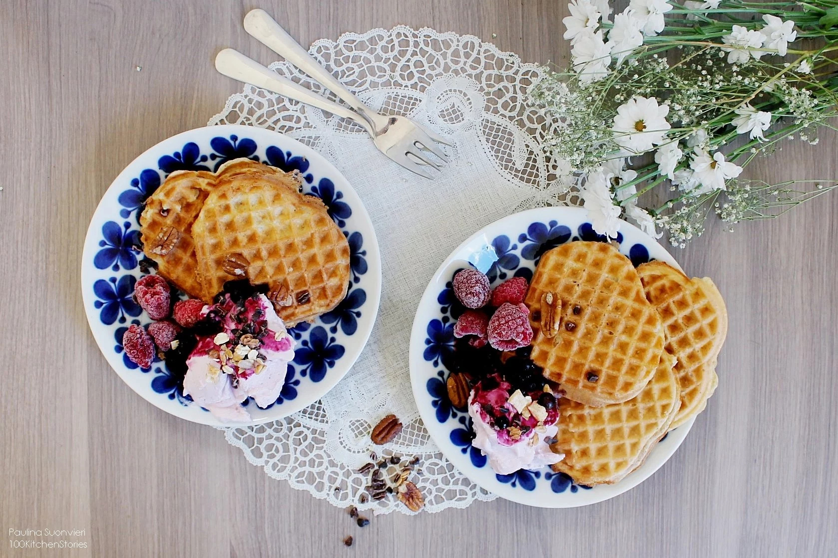 The Waffle Day // Glutenfree Proteinrich Waffles w Bluberry Sauce