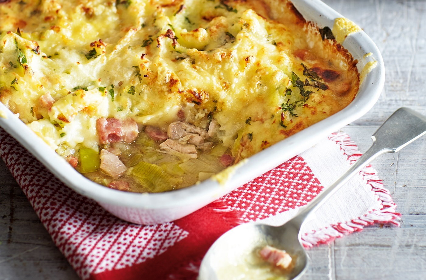 Chicken, bacon and leek cottage pie recipe
