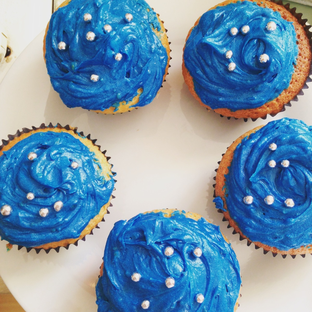 Vanilla sponge 2 ways – Dr Who cupcakes and Sprinkle Cake