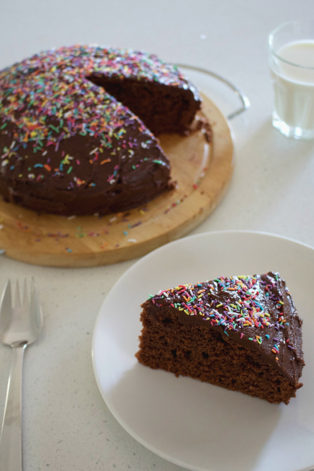 Egg-free chocolate cake with easy fudge icing – no eggs cake recipe