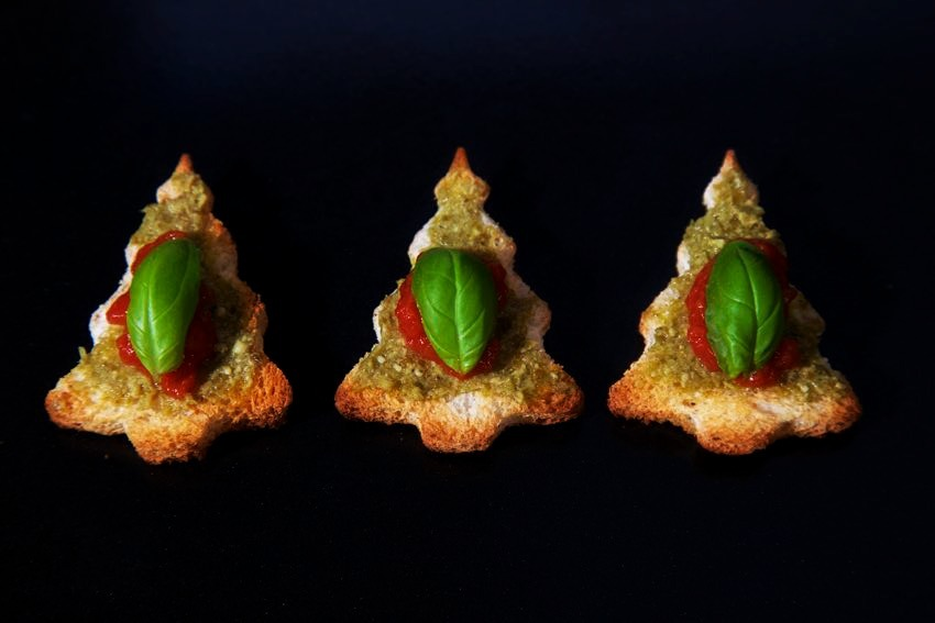 Vegan Bruschetta – Christmas Tree Canapés!