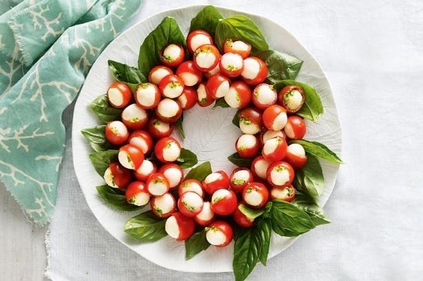 Χριστουγεννιάτικη σαλάτα Καπρέζε Στεφάνι