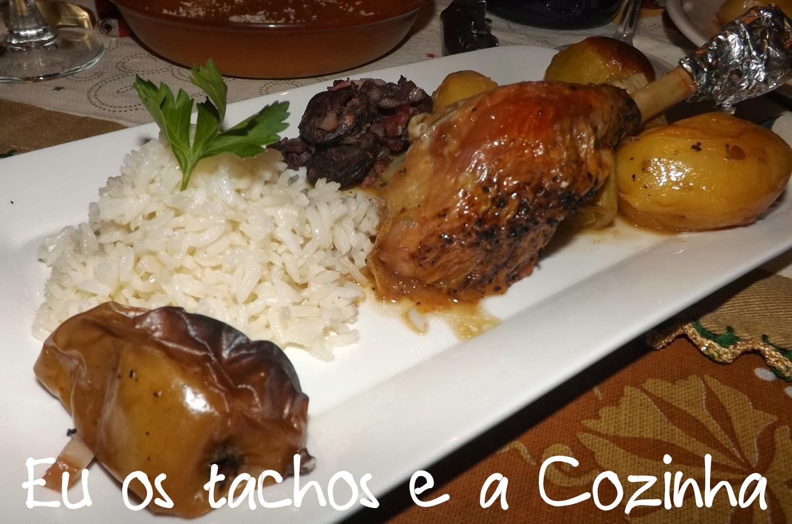 Peru no forno com morcela,bacon e maças