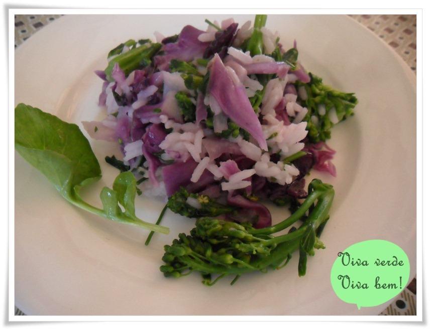 Receita do Dia: Salada de arroz com brócolis e repolho roxo
