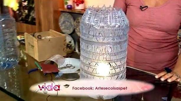 Luminária feita com galão de água